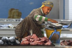 Dr_Bernhard_Sacher-Fischhndler_in_Mutrah_Oman.jpg